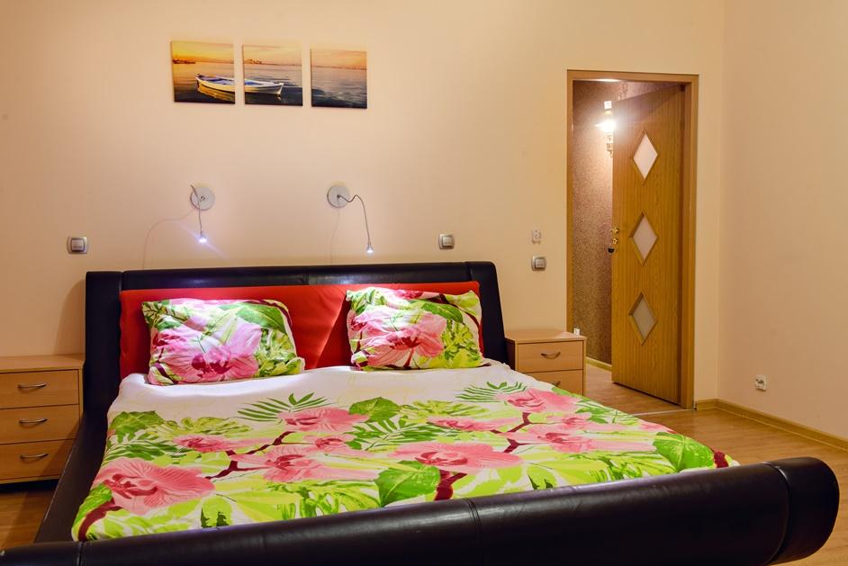 łóżko małżeńskie apartament