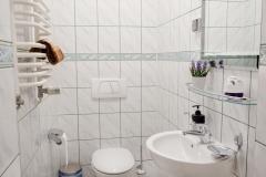 Mniejsza łazienka w apartamecie na wynajem