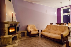 duży salon kominek apartament Szczecin